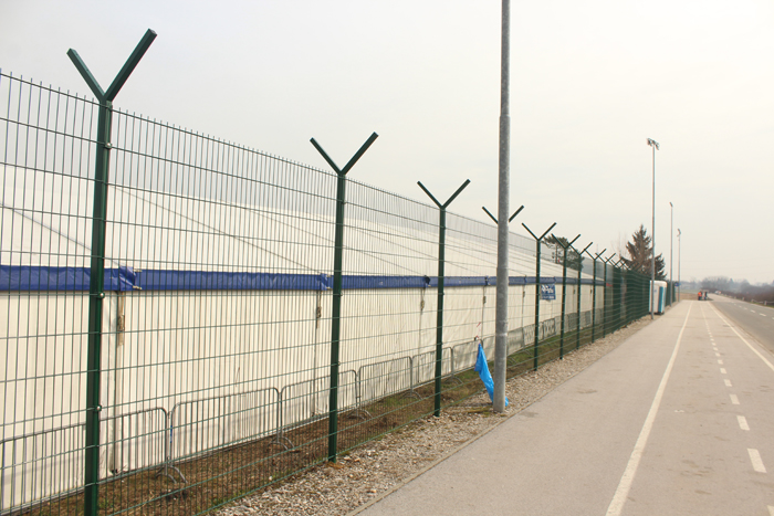 Dobova Refugee Camp Photo By Leopold Lambert 1